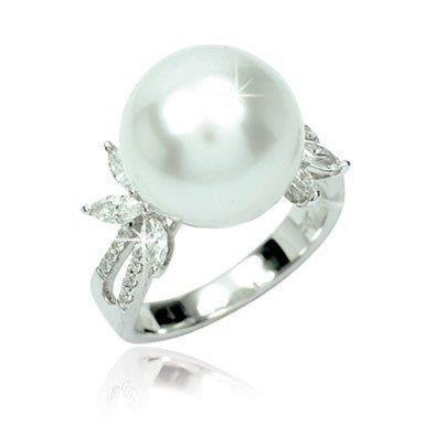 White South Sea Pearl Diamond RingRM 6,988 nett
