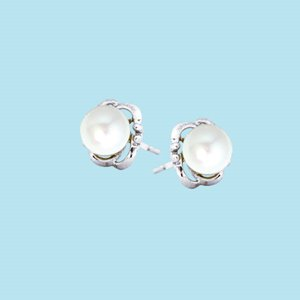 9K WHITE GOLD PEARL EARRINGS