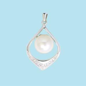 9K WHITE GOLD PEARL DIAMOND PENDANT